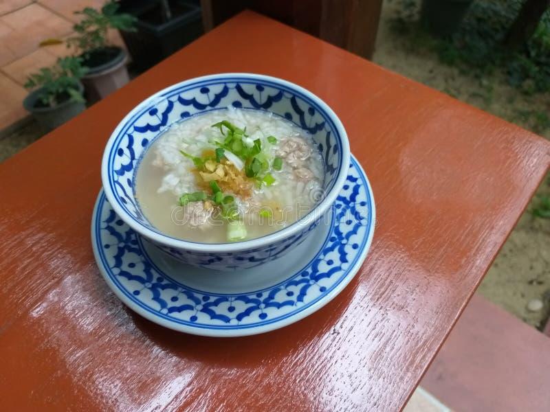 La suavidad asiática del desayuno del estilo hirvió el arroz, comida de Tailandia de la sopa del arroz fotos de archivo libres de regalías