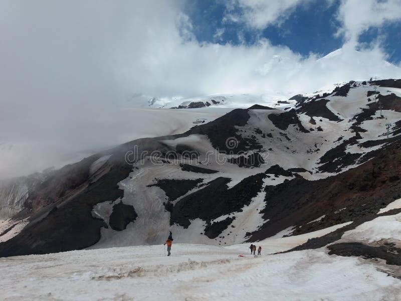 La subida de Elbrus imagen de archivo