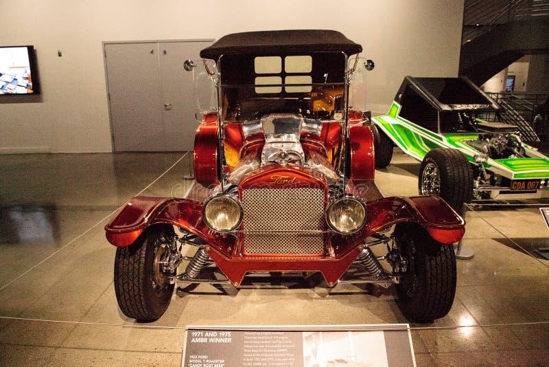 La sucrerie rouge a coloré la racine 1923 de sucrerie appelée par roadster de Ford Model T B images stock