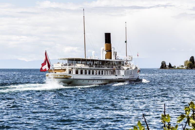 La Suisse船离去蒙特勒小游艇船坞 库存照片
