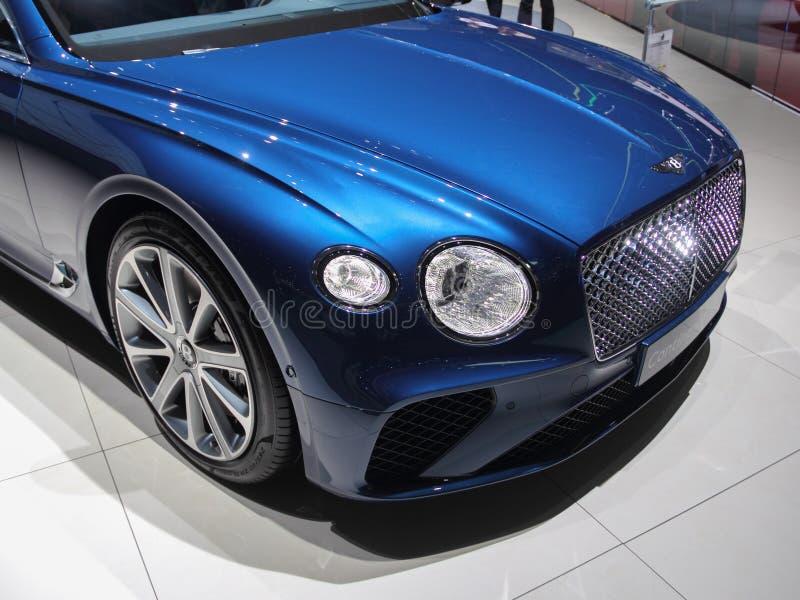 La Suisse ; Genève ; Le 8 mars 2018 ; Bentley Continental GT affrontent images stock