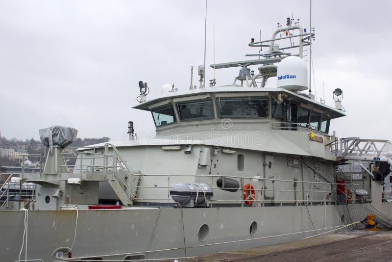 La superestructura y el puente del echador belga del barco de la Armada atracaron en Kennedy Wharf en la ciudad de Cork Harbour I imagen de archivo libre de regalías