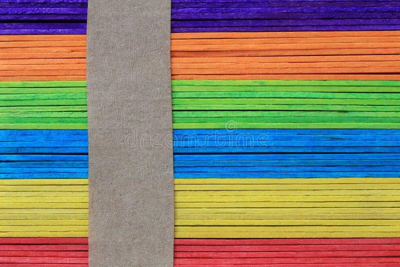 La superficie de los tablones de madera coloridos apiló el fondo para el DES imagen de archivo