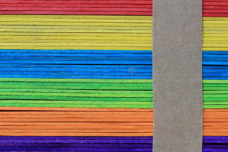 La superficie de los tablones de madera coloridos apiló el fondo para el DES fotos de archivo libres de regalías