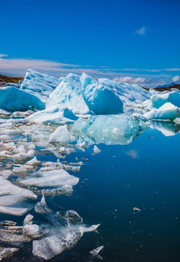 La superficie regolare dell'acqua fotografie stock