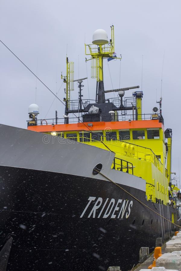 La superstructure et le pont du navire néerlandais Tridens de recherches de fisheries+ ont amarré à quai chez Kennedy Wharf dans  photo stock