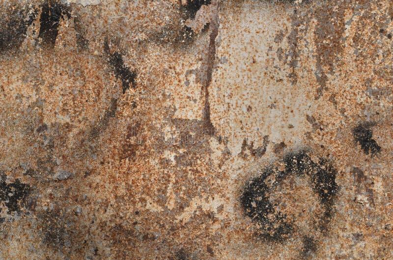 La surface m?tallique rouill?e a pulv?ris? avec la peinture noire blanche image stock
