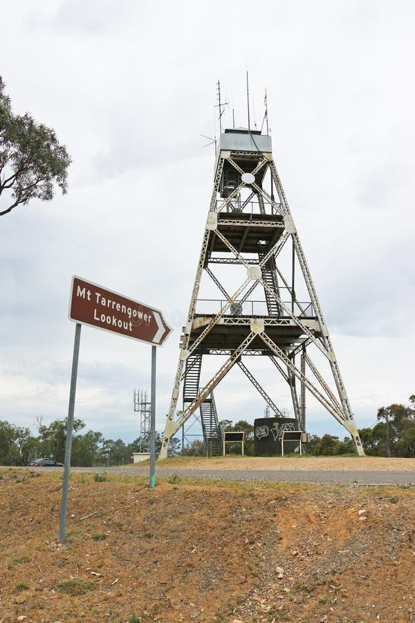 La surveillance tête de poupée de Mt Tarrengower, utilisée comme tour de feu-tache depuis 1950, peut être montée pour apprécier d photo libre de droits