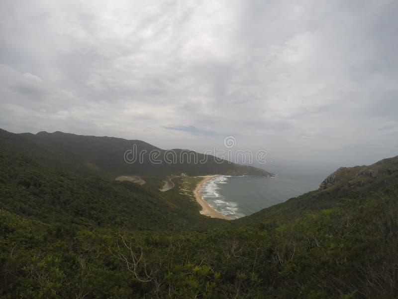 La svista di Lagoinha fa Leste, traccia tipica di Florianopolis, a sud del Brasile fotografie stock libere da diritti