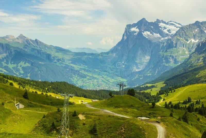 La Svizzera, bella vista delle montagne svizzere fotografie stock