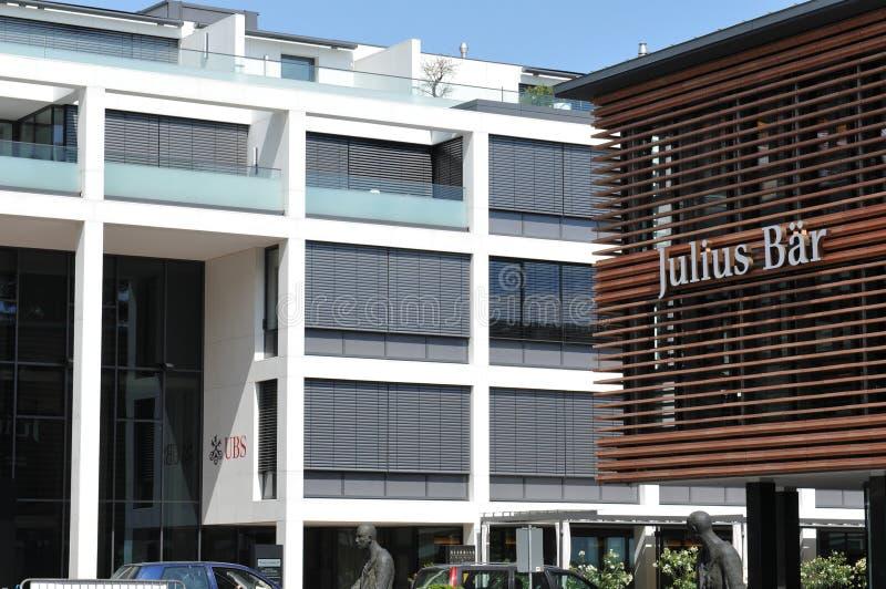 La Svizzera: UBS e la banca Julius Bär nella città di Ascona fotografia stock libera da diritti