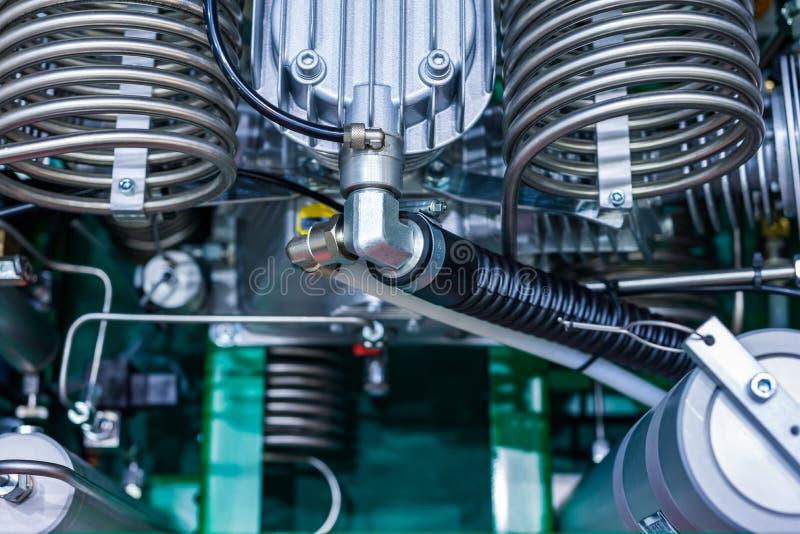 La tête du bloc-cylindres du compresseur de piston photos stock