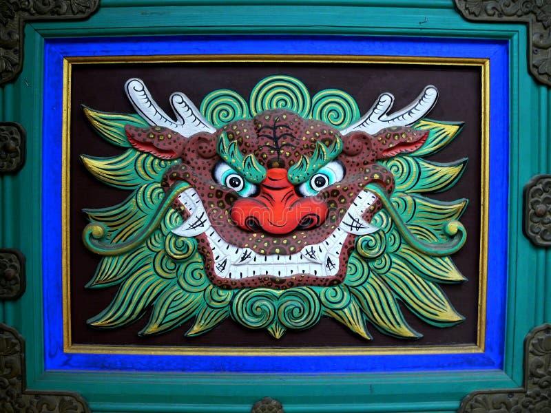 La tête du dragon dans le temple bouddhiste image stock