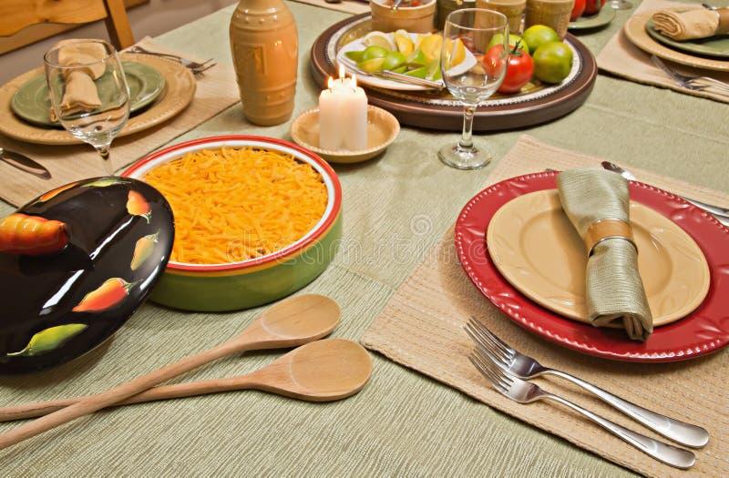 La Tabella di pranzo ha impostato per alimento messicano immagine stock