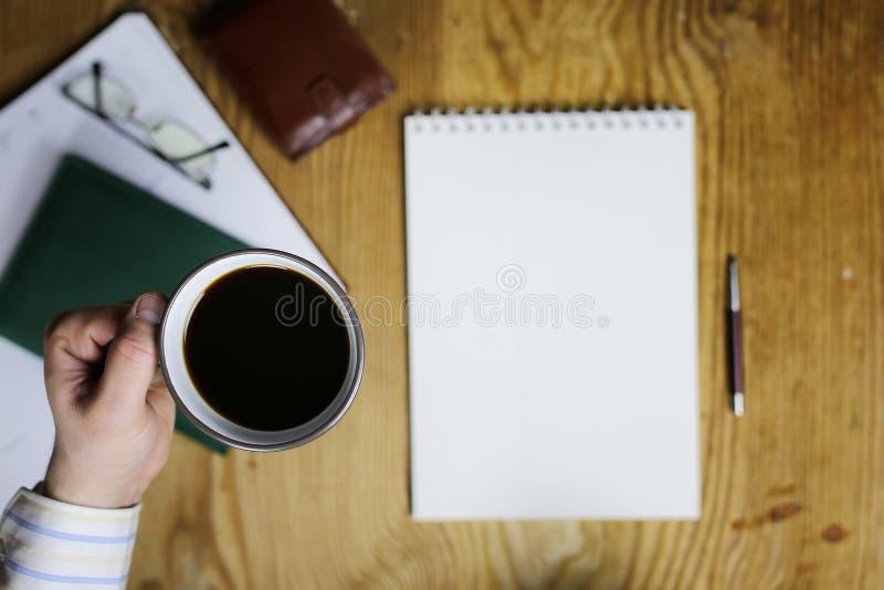La Tabella scrive la vista dell'ufficio della mano fotografie stock libere da diritti