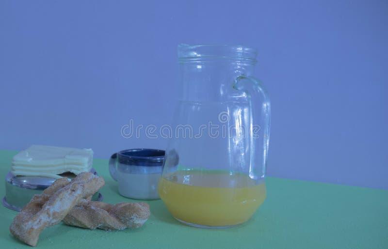 La tabla sirvió para el desayuno 09 de la tarde imagen de archivo