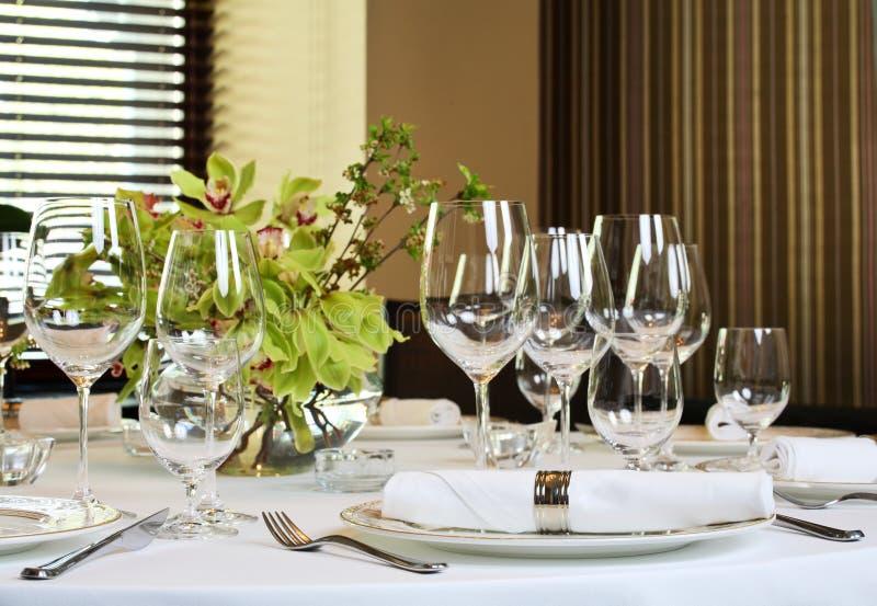 La table de fantaisie a placé pour un dîner image libre de droits