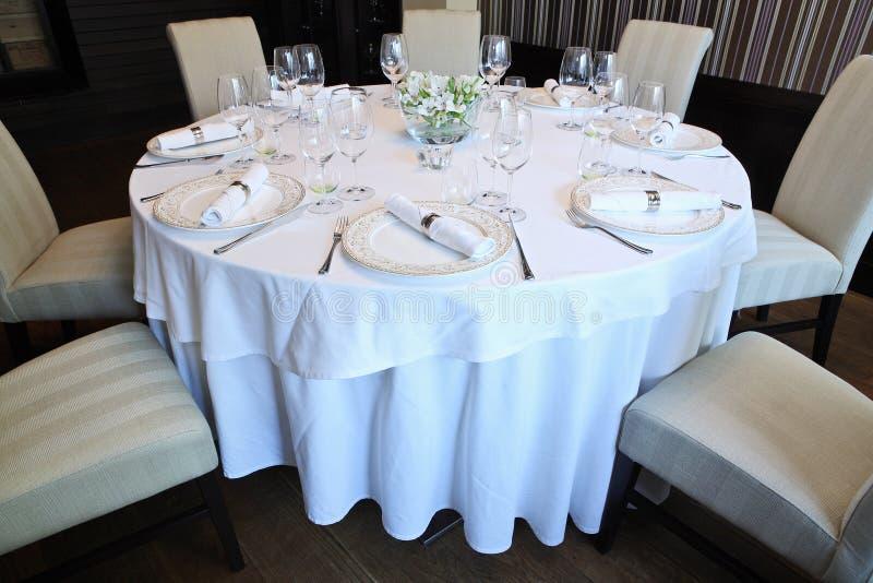 La table de fantaisie a placé pour un dîner images libres de droits