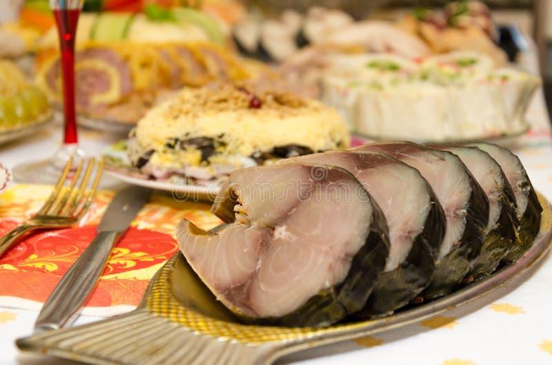 La table de nouvelle année a fait par la nourriture délicieuse photos libres de droits