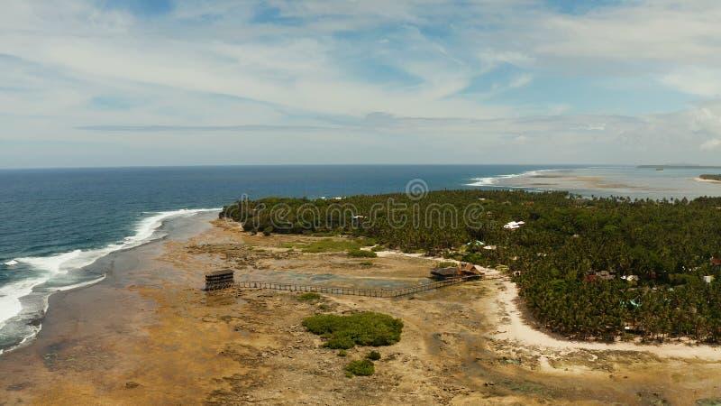 La tache de ressac sur l'île de Siargao a appelé le nuage 9 images stock