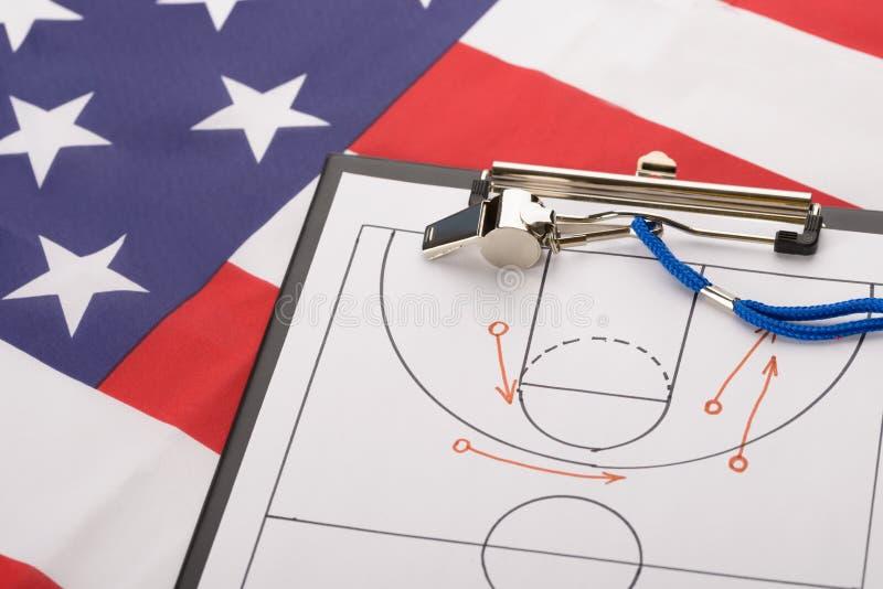 La tactique de basket-ball sur une feuille de papier photo stock
