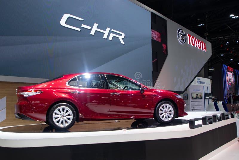 La Tailandia - dicembre 2018: Automobile sportiva della berlina di colore rosso di Toyota Camry C-HR presentata nell'Expo Nonthab fotografie stock