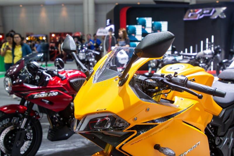 La Tailandia - dicembre 2018: fine sulla motocicletta gialla del DEMONE di GPX GR presentata nell'Expo Nonthaburi Tailandia del m immagini stock