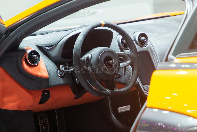 La Tailandia - dicembre 2018: interno alto vicino dell'automobile sportiva eccellente di McLaren 720S presentata nell'Expo Nontha fotografie stock libere da diritti
