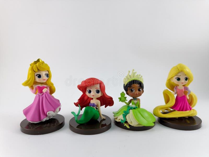 La TAILANDIA, gennaio 2018: i giocattoli di principessa su fondo e sulla raccolta bianchi del giocattolo di Disney nella campagna fotografia stock