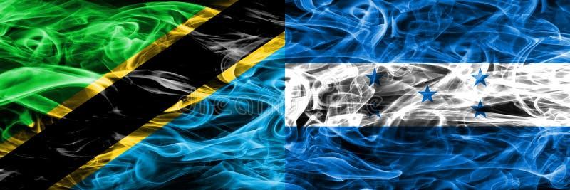 La Tanzanie contre le Honduras, drapeaux honduriens de fumée placés côte à côte Drapeaux soyeux colorés épais de fumée de Tanzani illustration libre de droits