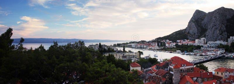 La tarde en Omis, Croacia foto de archivo libre de regalías