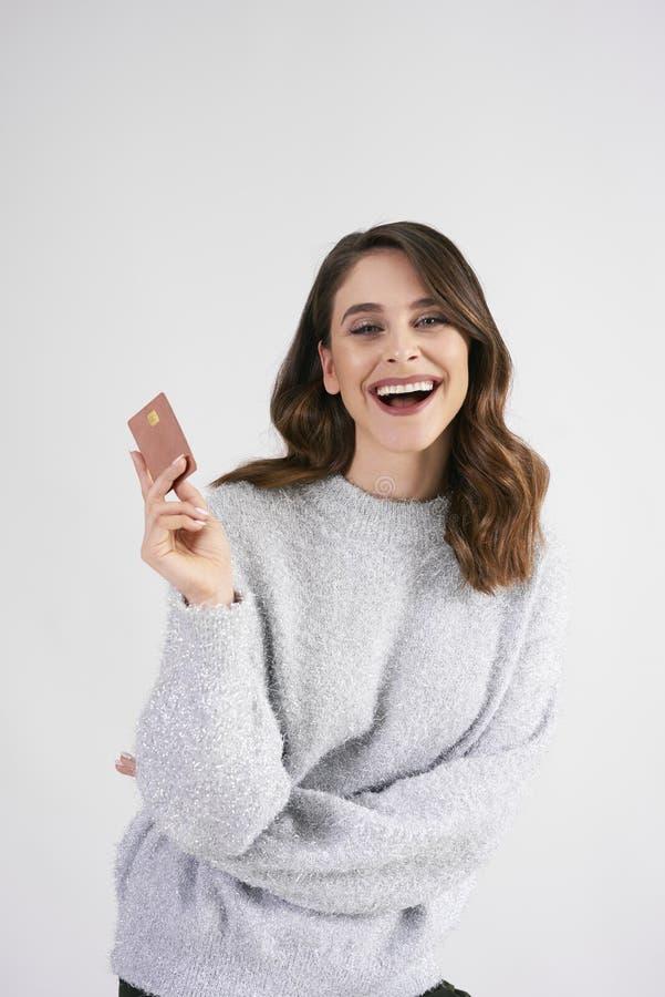 La tarjeta de crédito es muy necesaria durante las compras grandes imágenes de archivo libres de regalías