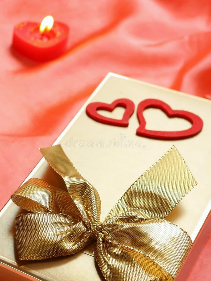 La tarjeta del día de San Valentín aún-vive imagenes de archivo