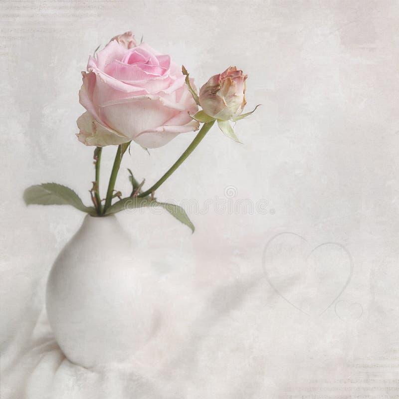 La tarjeta romántica con subió. imagen de archivo