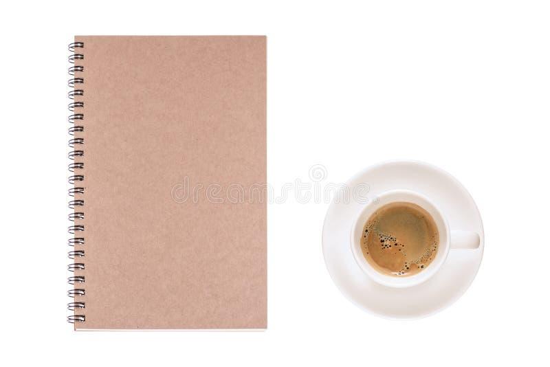 La tasse de café et le journal intime de vintage réservent sur le fond blanc, pour le writi images stock