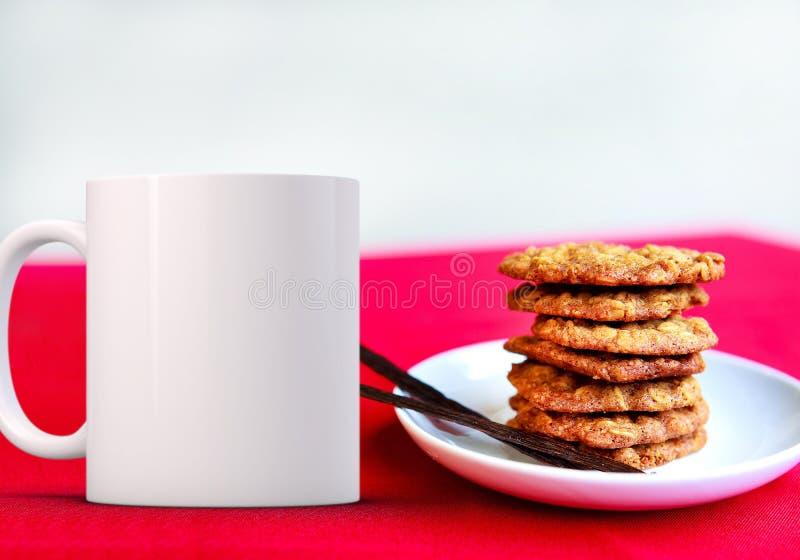La tasse de café vide blanche prête pour le votre conçoivent/citations en fonction du client photo stock