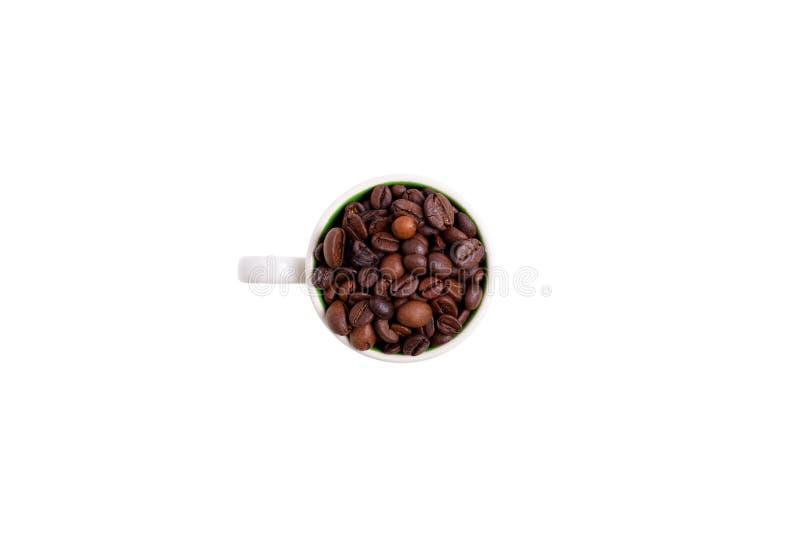La tasse en céramique a rempli de grains de café, vue supérieure image libre de droits