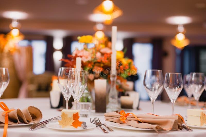 La tavola di cena elegante immagine stock immagine di - La tavola di melusinda ...