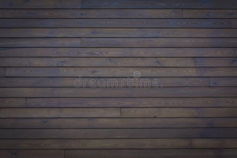 La tavola di legno di superficie dell'annata ed il grano rustico strutturano il fondo Chiuda su della parete rustica scura fatta  immagini stock libere da diritti