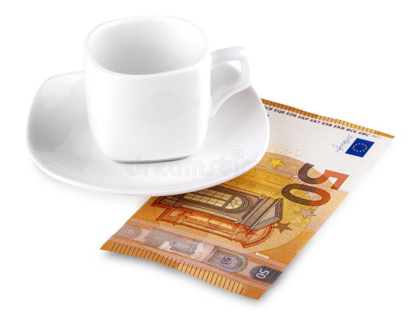 La taza de caf? y el euro 50 en blanco foto de archivo libre de regalías