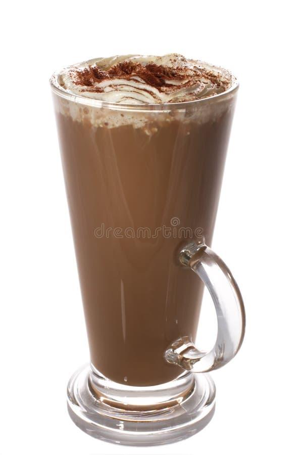 La tazza alta del latte fresco del caffè ha isolato immagine stock libera da diritti