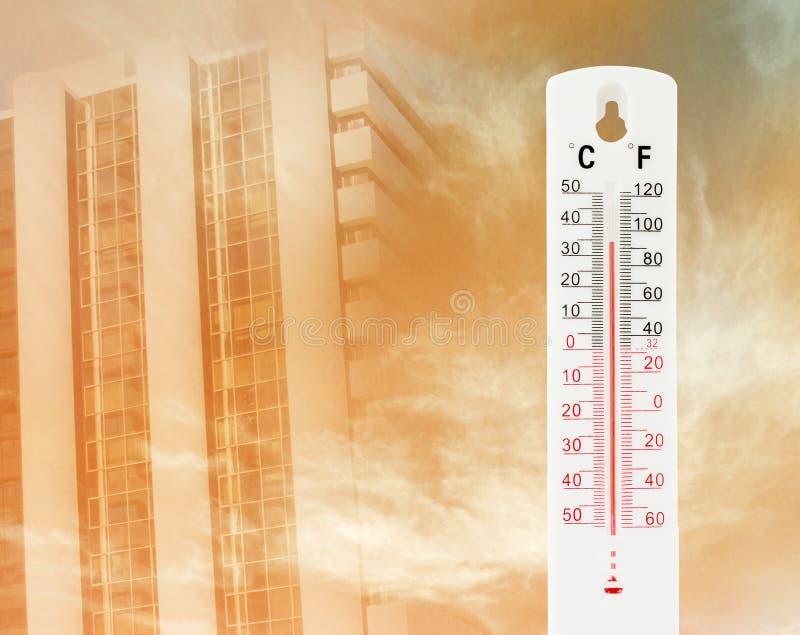 La température tropicale de 34 degrés de Celsius, mesurée images libres de droits
