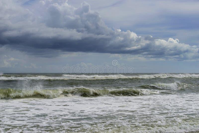 La tempête tropicale vient à terre photographie stock libre de droits