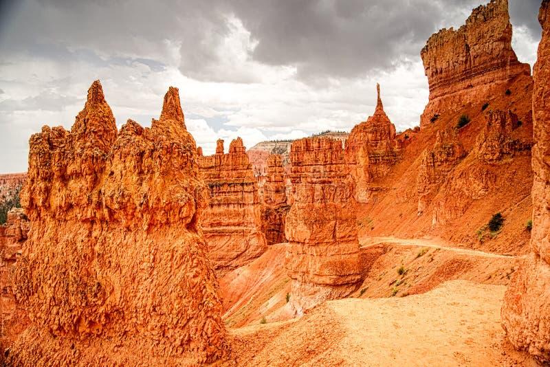 La tempesta si rannuvola la traccia navajo del ciclo in Bryce Canyon immagine stock