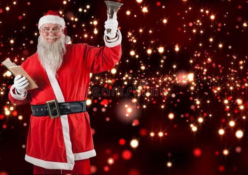 La tenencia de Papá Noel envuelven y la campana de la Navidad foto de archivo