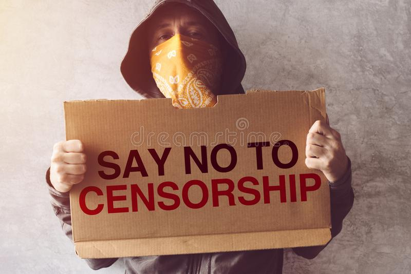 La tenencia del activista dice no a la muestra de la protesta de la censura imagen de archivo libre de regalías