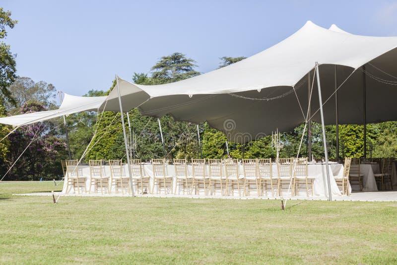 La tente de partie préside le décor de Tableaux photo stock