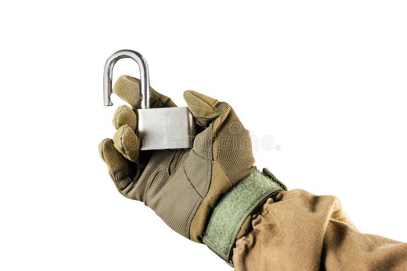 La tenuta del braccio ha aperto la serratura d'acciaio fotografie stock