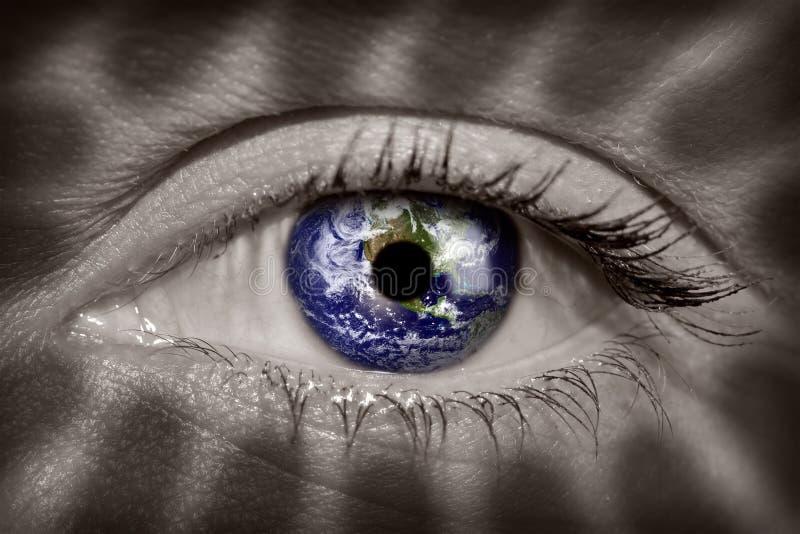 La terre dans l'oeil image libre de droits
