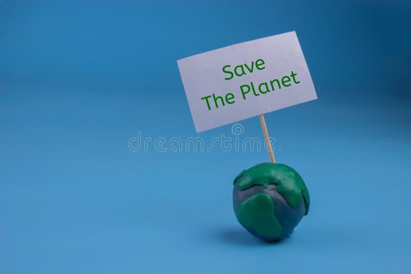 la terre de planète dans le concept de danger la terre tenant une bannière photos stock
